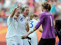 Fotball<br /> VM kvinner 2011 Tyskland<br /> 05.07.2011<br /> England v Japan<br /> Foto: Witters/Digitalsport<br /> NORWAY ONLY<br /> <br /> Schlussjubel v.l. Sophie Bradley, Casey Stoney, Torfrau Karen Bardsley (England)<br /> Frauenfussball WM 2011 in Deutschland, England - Japan 2:0