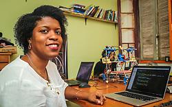 """PORTO ALEGRE, RS, BRASIL, 21-01-2017, 13h03'51"""":  Desiree dos Santos, 32, no Matehackers Hackerspace da Associação Cultural Vila Flores, no bairro Floresta da capital gaúcha. A  Consultora de Desenvolvimento de Software na empresa ThoughtWorks fala sobre as dificuldades enfrentadas por mulheres negras no mercado de trabalho.(Foto: Gustavo Roth / Agência Preview) © 21JAN17 Agência Preview - Banco de Imagens"""