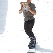 NLD/Amsterdam/20120713 - Lancering Sportglossy Londen, Nicolien Sauerbreij daalt de helling af met het eerste exemplaar van Glossysport magazine
