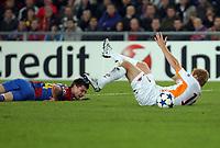 Romas John Arne Riise wird von Basels Valentin Stocker gefoult und es gibt einen Penalty. (Daniela Frutiger/EQ Images)