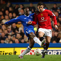 Fotball<br /> Foto: SBI/Digitalsport<br /> NORWAY ONLY<br /> <br /> Carling Cup Semi Final first leg<br /> <br /> Chelsea v Manchester United. 12/1/2005.<br /> <br /> Chelsea's William Gallas and Manchester United's Christiano Ronaldo
