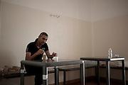 Un trattenuto durante la colazione all'interno del CIE di Gradisca.<br /> Gradisca d'Isonzo (GO) ,10 settembre 2013. Daniele Stefanini / OneShot