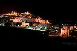 Città di Ostuni (BR) di notte