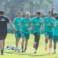 15.09.2020, Trainingsgelaende am wohninvest WESERSTADION - Platz 12, Bremen, GER, 1.FBL, Werder Bremen Training<br /> <br /> Aufwaermtraining<br /> <br /> Davie Selke  (SV Werder Bremen #09)<br /> Kevin Möhwald / Moehwald (Werder Bremen #06)<br /> Niklas Moisander (Werder Bremen #18 Kapitaen)<br /> Milos Veljkovic (Werder Bremen #13)<br /> Ludwig Augustinsson (Werder Bremen #05)<br /> Henrik Frach (Athletik-Trainer SV Werder Bremen )<br /> <br /> Foto © nordphoto / Kokenge