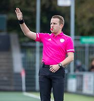 AMSTELVEEN - scheidsrechter Jordy de Wijhe,  tijdens de competitie hoofdklasse hockeywedstrijd dames, Amsterdam-HDM (1-1).  COPYRIGHT KOEN SUYK