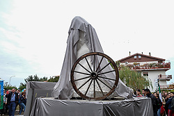October 5, 2018 - Lanciano, Abruzzo, Italy - Ceremony of innauguration of the 1st italian monument and 2nd in europe at the samudarpien of Rom and Sinti people realized by the Tonino Santeusanio sculptor in Lanciano, Italy, on October 5, 2018. (Credit Image: © Federica Roselli/NurPhoto/ZUMA Press)