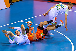 11-04-2019 NED: Netherlands - Slovenia, Almere<br /> Third match 2020 men European Championship Qualifiers in Topsportcentrum in Almere. Slovenia win 26-27 / Aleksander Spende #42 of Slovenia, Kay Smits #21 of Netherlands, Tilen Kodrin #20 of Slovenia