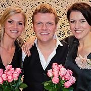 NLD/Leiden/20111210 - Premiere Help ik heb mijn vrouw zwanger gemaakt, Bastiaan Ragas en partner Tooske Ragas - Breugem en Susan Visser