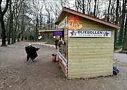 Nederland, Heilig Landstichting, 23-12-2014 Oliebollenkraam bij de ingang van museum orientalis bij Nijmegen.. Foto: Flip Franssen/Hollandse Hoogte