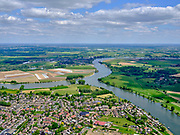 Nederland, Noord-Brabant, Wijk en Aalburg, 14-05-2020; Aalburg op samenvloeiing Heusdensch Kanaal en de Afgedamde Maas.<br /> Aalburg at the confluence of the Heusdensch Kanaal and the Afgedamde Maas n<br /> <br /> aerial photo (additional fee required);<br /> copyright foto/photo Siebe Swart