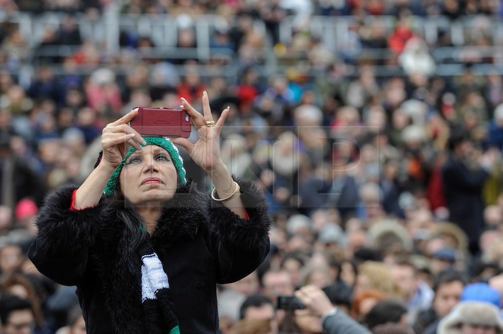 """© Licensed to London News Pictures. 26/02/2017. London, UK. A member of the crowd takes a photo ahead of the special premiere free screening of the Oscar-nominated, Best Foreign Language Film, """"The Salesman"""", in Trafalgar Square, hosted by Mayor of London, Sadiq Khan.  The film's Iranian director, Asghar Farhadi, decided to boycott tonight's main Oscars ceremony in Hollywood, in solidarity with those affected by President Donald Trump's travel ban on people from seven Muslim majority countries (including Iran) from entering the USA.   Photo credit : Stephen Chung/LNP"""