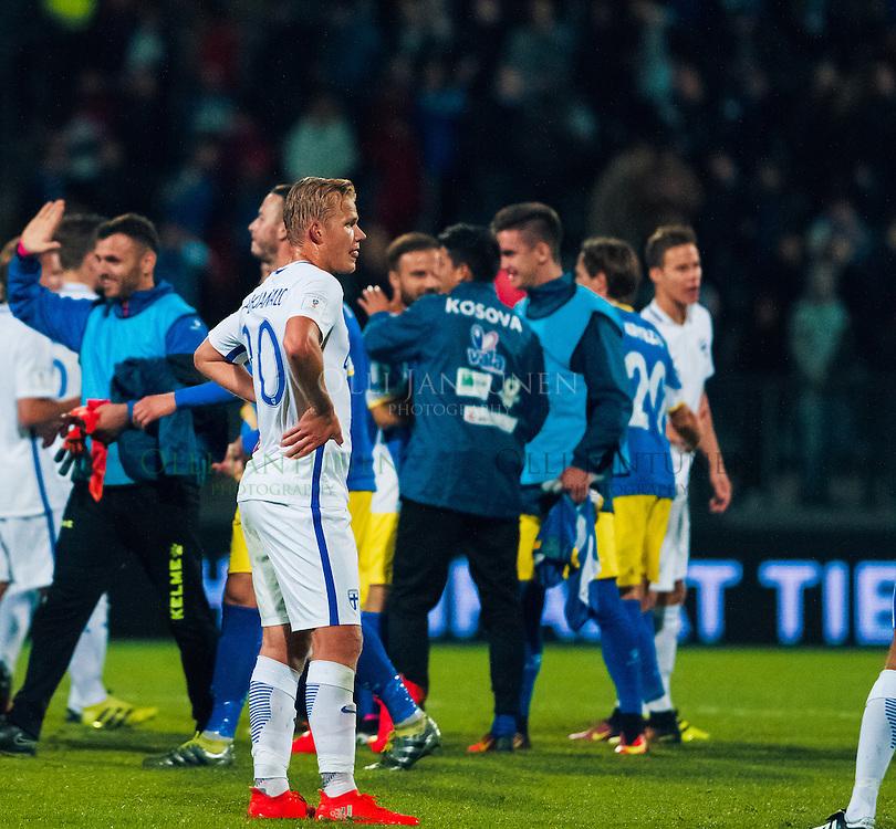 Suomen Joel Pohjanpalo pettyneen näköisenä MM2018-karsintaottelun Suomi - Kosovo jälkeen. Veritas stadion, Turku, Suomi. 5.9.2016.