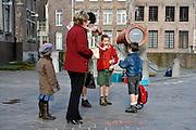 Gent, Belgie, Mar 14, 2009, Aan De Dulle griet, historisch kanon en symbool voor de Spaanse bezetting in Gent, verkoopt een groepje van de  scoutsbeweging snoep voor het goede doel, ©Christophe VANDER EECKEN