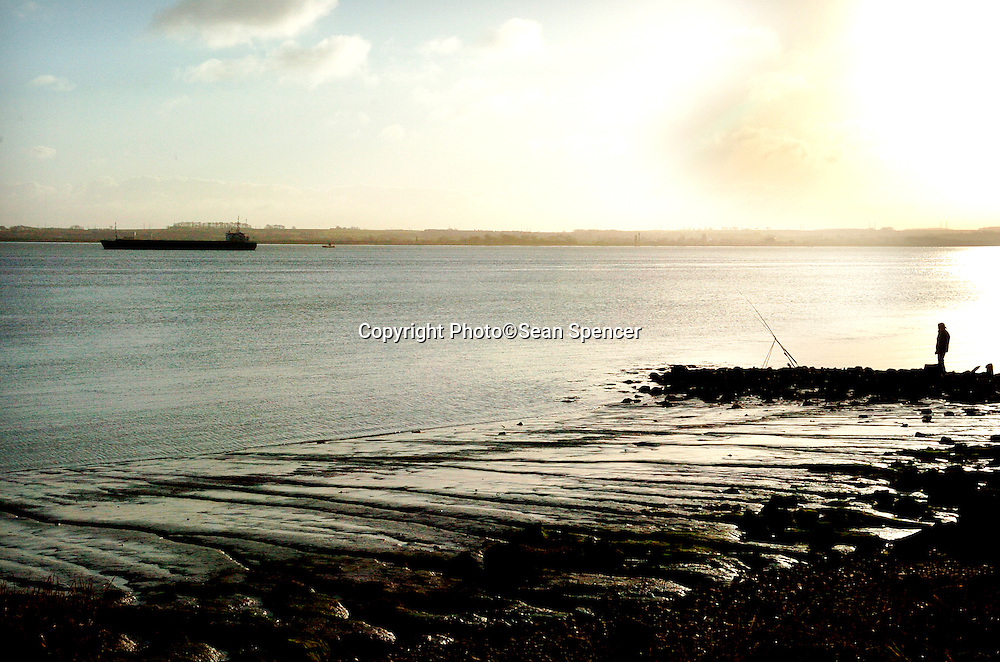 12 December 2005: The Humber Estuary...Picture:Sean Spencer/Hull News & Pictures 01482 210267/07976 433960..High resolution picture library at http://www.hullnews.co.uk..©Sean Spencer/Hull News & Pictures Ltd..NUJ recommended terms & conditions apply. Moral rights asserted under Copyright Designs & Patents Act 1988. Credit is required. No part of this photo to be stored, reproduced, manipulated or transmitted by any means without permission. ..