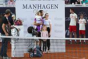 Tennis: Rothenbaum, German Open 2017, Hamburg, 23.07.2017<br /> Manhagen Classics: Tommy Haas (GER) mit Frau Sarah Foster, Tochter Valentina und seiner zweiten Tochter<br /> © Torsten Helmke