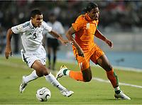 v.l. Shibani Younes Alhousen, Didier Drogba Elfenbeinkueste<br /> Africa Cup 2006 Libyen - Elfenbeinkueste<br /> Elfenbenskysten - Libya<br /> Norway only
