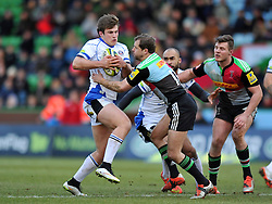 Max Clark of Bath Rugby takes on the Harlequins defence - Photo mandatory by-line: Patrick Khachfe/JMP - Mobile: 07966 386802 31/01/2015 - SPORT - RUGBY UNION - London - The Twickenham Stoop - Harlequins v Bath Rugby - LV= Cup