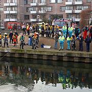 Melding auto te water Oostermeent Noord, brandweer duiker, poltie, ambulance