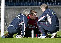 Fotball, 17. januar 2004, Trening før kampen Nord Irland-Norge, Terje Skjedlestad, måtte forlate treningen med en hjernerystelse