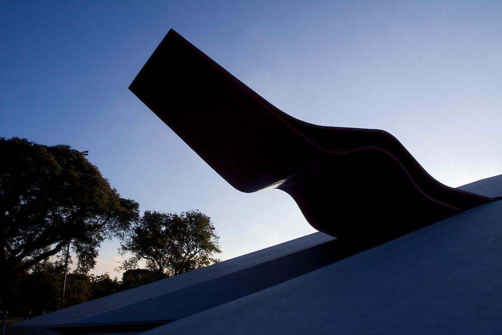 Sao Paulo_SP, Brasil...Auditorio Ibirapuera, um edifício concebido por Oscar Niemeyer no Parque do Ibirapuera...The Ibirapuera Auditorium, controversial building that was on the original Niemeyer plan, but was only built recently, Ibirapuera Park...Foto: MARCUS DESIMONI / NITRO