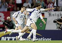 ◊Copyright:<br />GEPA pictures<br />◊Photographer:<br />Dominic Ebenbichler<br />◊Name:<br />Charisteas<br />◊Rubric:<br />Sport<br />◊Type:<br />Fussball<br />◊Event:<br />Euro 2004, Europameisterschaft, EM, Frankreich vs Griechenland, FRA vs GRE<br />◊Site:<br />Lissabon, Portugal<br />◊Date:<br />25/06/04<br />◊Description:<br />Angelos Charisteas (GRE), Jubel, Torjubel<br />◊Archive:<br />DCSDE-250604711<br />◊RegDate:<br />25.06.2004<br />◊Note:<br />8 MB - RL/ RL -  Gemaess UEFA keine Nutzungsrechte für Mobiltelefone, PDAs und MMS- Dienste - no MOBILE - no PDAs - no MMS