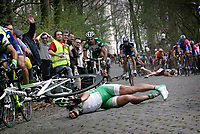 Sykkel , 10. april 2007 , GHENT - WEVELGEM 2007 , Wevelgem -  Belgie - wielrennen - cycling - radsport - Gent - Wevelgem - Protour - Jimmy Casper (Fra-Unibet)<br /> massevelt , skader , skade , velt<br /> Norway only