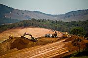 Jeceaba_MG, Brasil...Retroescavadeiras e caminhoes em um canteiro de obras em Jeceaba...Backhoes and trucks in the construction in Jeceaba...Foto: JOAO MARCOS ROSA /  NITRO