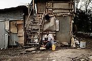 Il custode di un cantiere ha adattato il suo gabbiotto ad abitazione provvisoria, Addis Ababa 8 settembre 2014.  Christian Mantuano / OneShot <br /> <br /> The caretaker of a building site has adapted his booth into a temporary house, Addis Ababa September 8, 2014