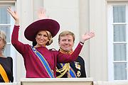 "De ""balkonscène"" van de koninklijke familie op Paleis Nooreinde o, Prinsjesdag 2012. /// Royal family at palace Noordeinde on ""Prinsjesdag""in The Hague<br /> <br /> Op de foto / On the photo: <br />  Prinses Maxima en  kroonprins Willem-Alexander"