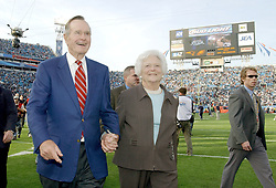 Former President George H.W. Bush, and former first lady Barbara Bush on the field before Super Bowl XXXIX on Sunday, February 6, 2005. Photo By Lionel Hahn/ABACA