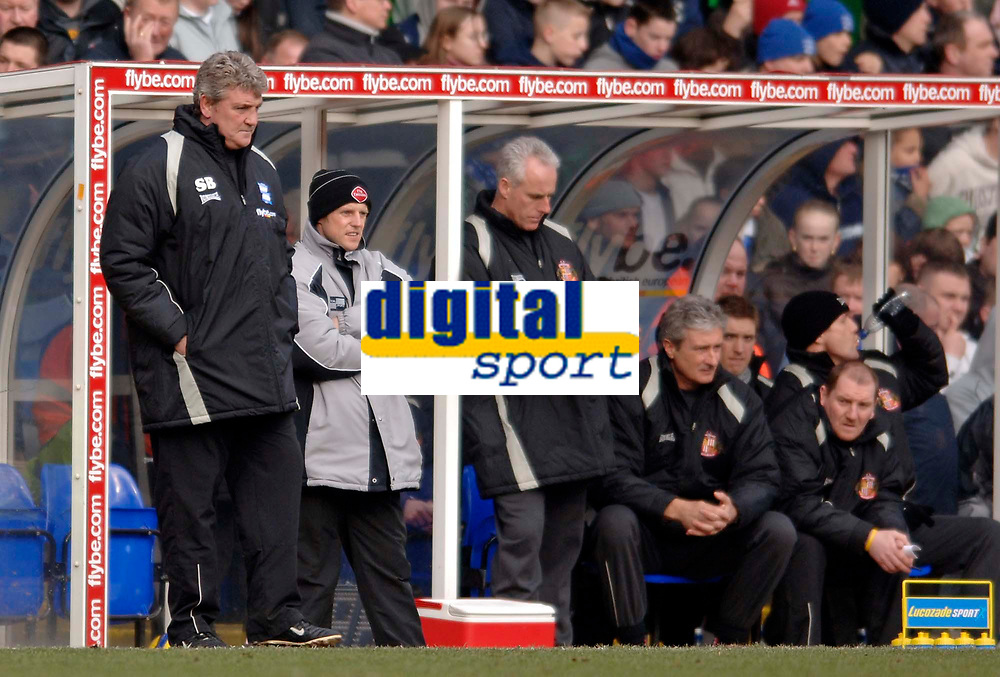 Photo: Glyn Thomas.<br />Birmingham City v Sunderland. The Barclays Premiership. 25/02/2006.<br />Birmingham's manager Steve Bruce (L) looks on as Sunderland's manager Mick McCarthy writes himself some notes.