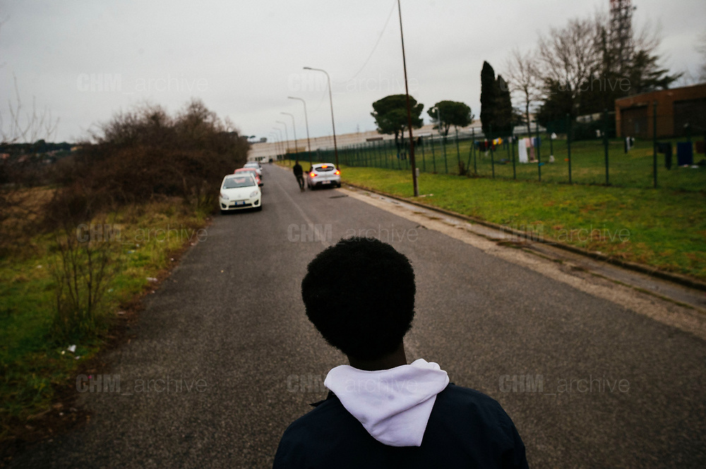 Richiedenti asilo del Cara di Castelnuovo di Porto all'esterno della struttura. Roma 22 Gennaio 2019. Christian Mantuano / OneShot <br />