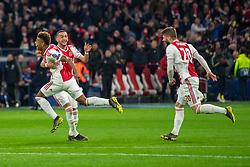 10-04-2019 NED: Champions League AFC Ajax - Juventus,  Amsterdam<br /> Round of 8, 1st leg / Ajax plays the first match 1-1 against Juventus during the UEFA Champions League first leg quarter-final football match / David Neres #7 of Ajax, Hakim Ziyech #22 of Ajax, Lasse Schone #20 of Ajax