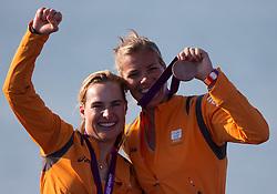 10-08-2012 WATERSPORT: OLYMPISCHE SPELEN 2012 470 MEDALRACE: WEYMOUTH<br /> Lobke Berkhout en Lisa Westerhof pakken de bronzen medaille <br /> ***NETHERLANDS ONLY***<br /> ©2012-FotoHoogendoorn.nl