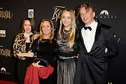 Filmpremiere van het historisch drama Kenau in de Philharmonie, Haarlem<br /> <br /> Op de foto:  Angela Groothuizen met partner Rob Mooij en hun dochters Lola en Nona