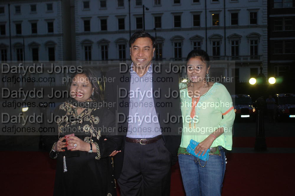 """Lakshmi Mittal with his wife and daughter Vanisha Bhatia.  Vanity Fair magazine hosts the """"Diamonds"""" Private View and Launch Party at the Natural History Museum. July 6  London. ONE TIME USE ONLY - DO NOT ARCHIVE  © Copyright Photograph by Dafydd Jones 66 Stockwell Park Rd. London SW9 0DA Tel 020 7733 0108 www.dafjones.com"""