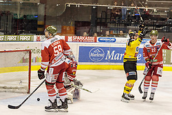 21.03.2017, Eiswelle, Bozen, ITA, EBEL, HCB Suedtirol Alperia vs UPC Vienna Capitals, Playoff, Halbfinale, 4. Spiel, im Bild 0:1 durch Aaron Brocklehurst (Vienna Capitals), v.l. Mikko Luoma (HCB Suedtirol), Marcel Melichercik (HCB Suedtirol), Jonathan Ferland (Vienna Capitals), Clark Thompson Seymour (HCB Suedtirol) // during the Erste Bank Icehockey League, playoff semifinal 4th match between HCB Suedtirol Alperia and UPC Vienna Capitals at the Eiswelle in Bozen, Italy on 2017/03/21. EXPA Pictures © 2017, PhotoCredit: EXPA/ Johann Groder