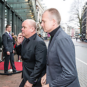 NLD/Amsterdam//20170309 - Herdenkingsdienst Guus Verstraete, Paul de Leeuw en partner