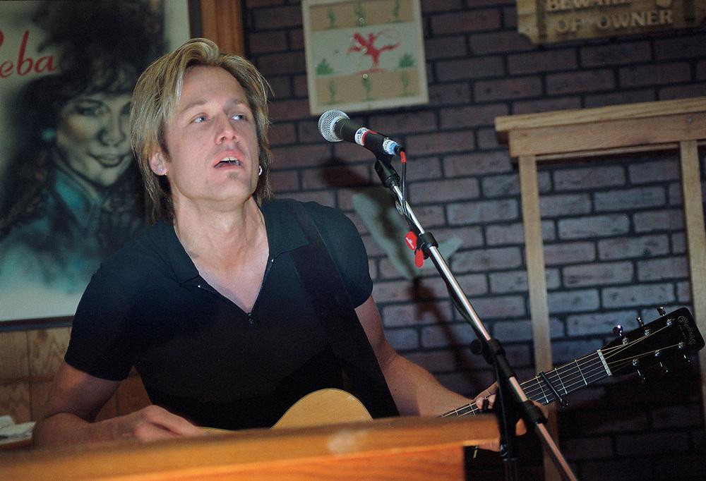 ALLENTOWN - AUGUST 23: Keith Urban performs at Crocodile Rock on August 23, 2000 in Allentown, Pennsylvania. ©Lisa Lake