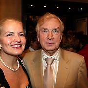NLD/Amsterdam/20080404 - Premiere Porgy and Bess, Henk van der Meyden en partner Monica Strotmann