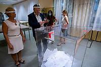 Bialystok, 28.06.2020. Pierwsza tura wyborow prezydenckich 2020. N/z koniec glosowania, liczenie oddanych glosow w OKW nr 82 fot Michal Kosc / AGENCJA WSCHOD