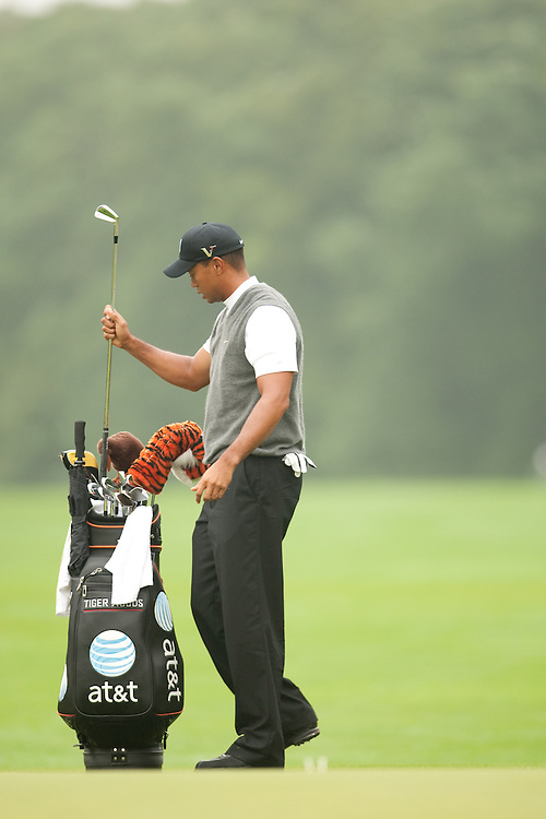 FARMINGDALE, NY - JUNE 19:  Tiger Woods puts a club in his bag during the continuation of the first round of the 109th U.S. Open Championship on the Black Course at Bethpage State Park on Friday, June 19, 2009. (Photograph by Darren Carroll) *** Local Caption *** Tiger Woods
