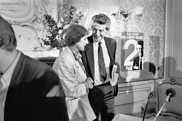 Nederland, Den Haag, 15-7-1989 Partijleider Wim Kok van de Partij van de Arbeid voorafgaand aan een verkiezingsdebat met Ria Beckers van GroenLinks in de Pulchri Studio. Foto: Flip Franssen