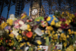 © Licensed to London News Pictures . 25/03/2017 . London , UK . Flowers left by the Carriage Gates outside Old Palace Yard at the Houses of Parliament in Westminster . PC Keith Palmer and several pedestrians were murdered by Khalid Masood . Photo credit : Joel Goodman/LNP