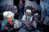 Nepal -Region du Rukum - Shaman de l'ethnie Kham Magar - Chamane
