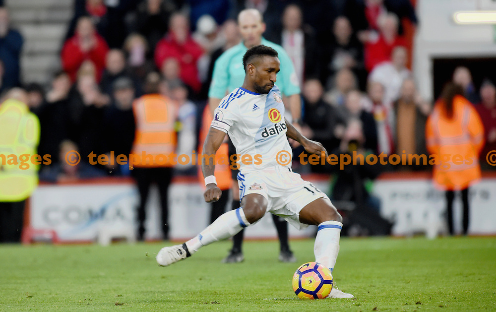 Jermain Defoe of Sunderland scores their second goal with a penalty during the Premier League match between AFC Bournemouth and Sunderland AFC at the Vitality Stadium in Bournemouth. November 5, 2016.<br /> Simon  Dack / Telephoto Images<br /> +44 7967 642437
