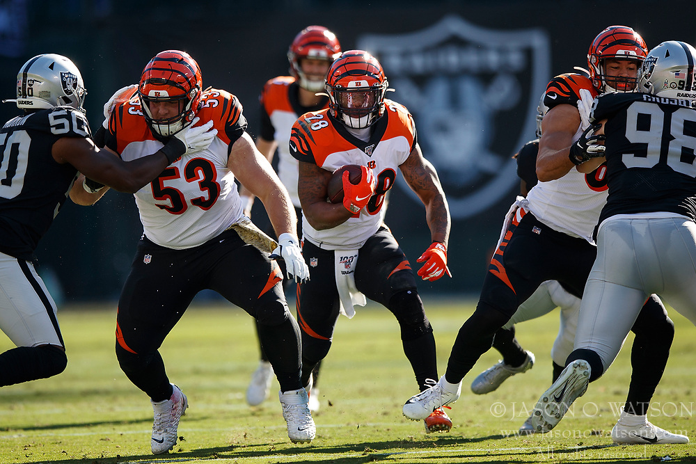 OAKLAND, CA - NOVEMBER 17: Running back Joe Mixon #28 of the Cincinnati Bengals rushes up field against the Oakland Raiders during the first quarter at RingCentral Coliseum on November 17, 2019 in Oakland, California. (Photo by Jason O. Watson/Getty Images) *** Local Caption *** Joe Mixon