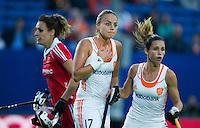 BOOM -  Maartje Paumen (m) na een gemiste corner, met rechts Ellen Hoog en links de Engelse Aslhley , tijdens de halve finale van het EK hockey tussen de vrouwen van Nederland en Engeland. ANP KOEN SUYK