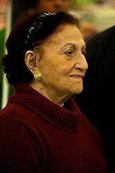"""Nascida no verão porto-alegrense, em 17 de julho de 1948, a """"Rainha das Noivas"""" iniciou as atividades com a confecção de vestidos de noiva e enxovais sob o comando da família Wainberg. Hoje, a rede contempla 32 lojas distribuídas entre a capital, região metropolitana, litoral e interior do estado. Dora Wainberg é mãe do presidente Saul Waiberg. FOTO: Lucas Uebel/Preview"""
