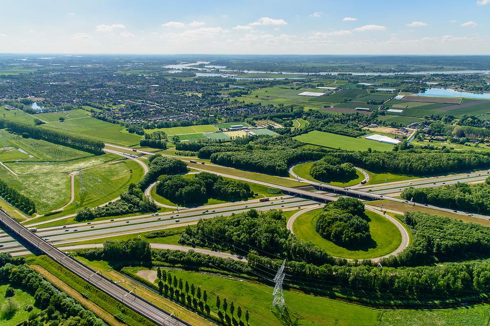Nederland, Gelderland, Gemeente Lingewaard, 29-05-2019; Ressen, Knooppunt Ressen, kruising A15 (Rozenburg-Bemmel) met de A325 Arnhem-Nijmegen. Ook de spoorlijn Arnhem-Nijmegen (rechts) en de Betuweroute kruisen het knooppunt.<br /> Ressen junction, intersection A15 with the A325 Arnhem-Nijmegen. The Arnhem-Nijmegen railway line and the Betuwe route also cross the junction.<br /> <br /> luchtfoto (toeslag op standard tarieven);<br /> aerial photo (additional fee required);<br /> copyright foto/photo Siebe Swart